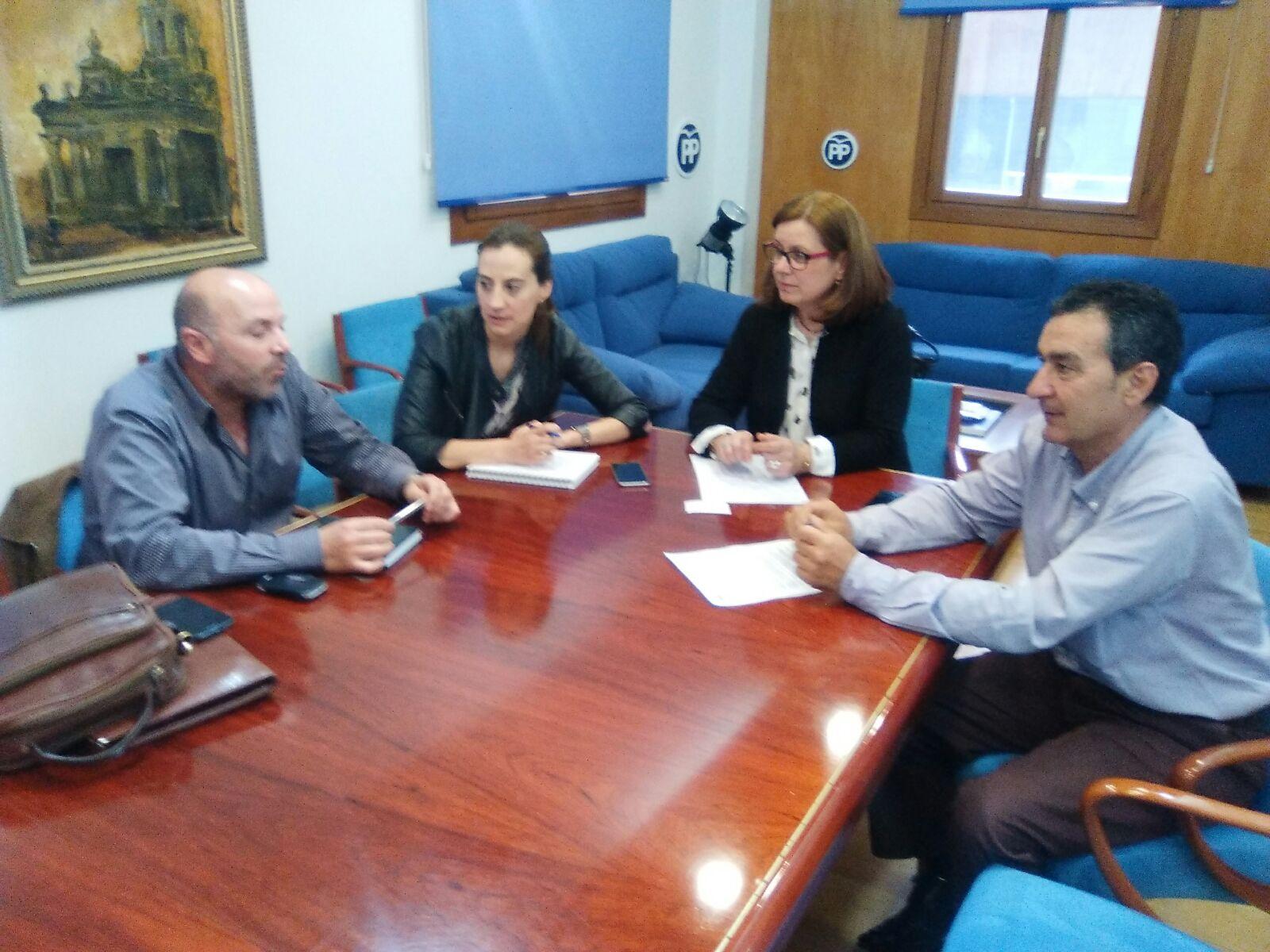 Reunión con las diputadas del PP el pasado mes de abril